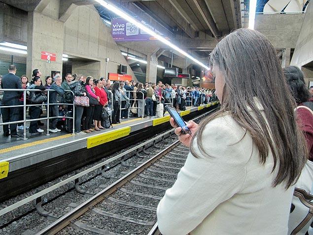 75% da rede de metrô em SP possui sinal de internet móvel, diz estudo